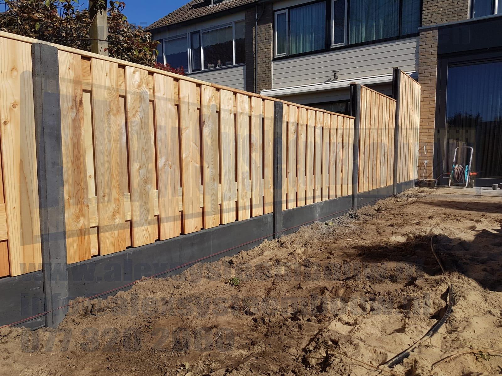 schutting-verspringing-21-planks-hout-beton-lariks-douglas