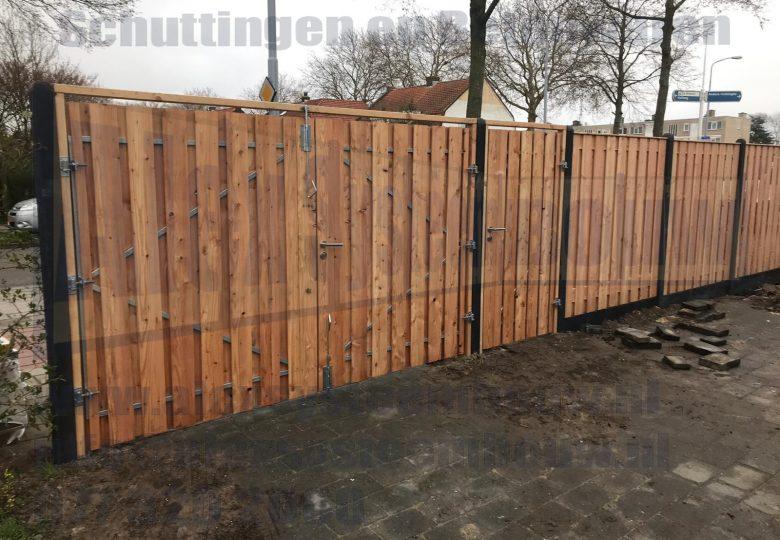 Dubbele poort met lariks/douglas hout 2x 140cm breed met enkele poort 100cm breed