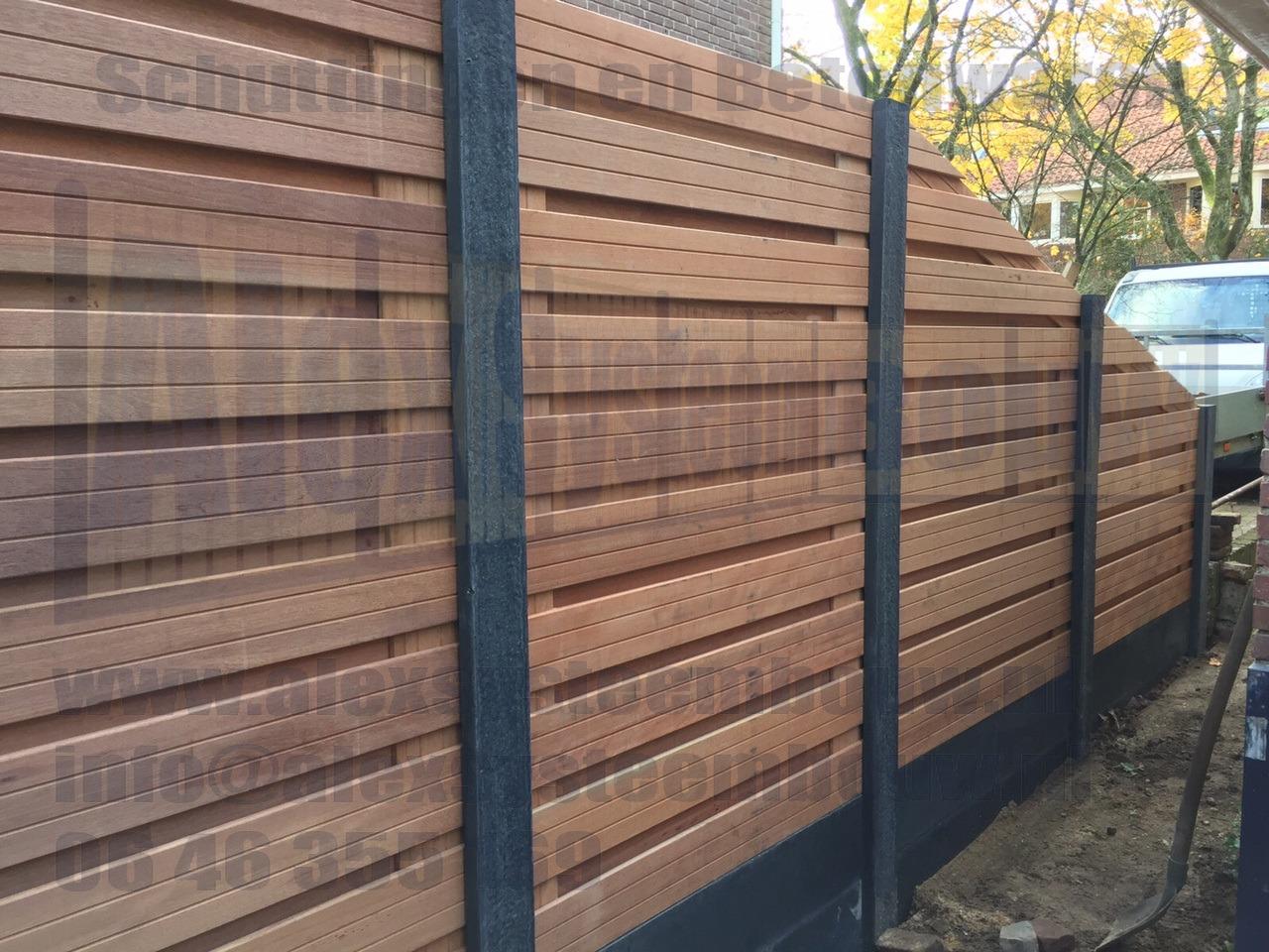 Schutting-hardhout-duurzaam-21-planks-hout-beton-horizontaal
