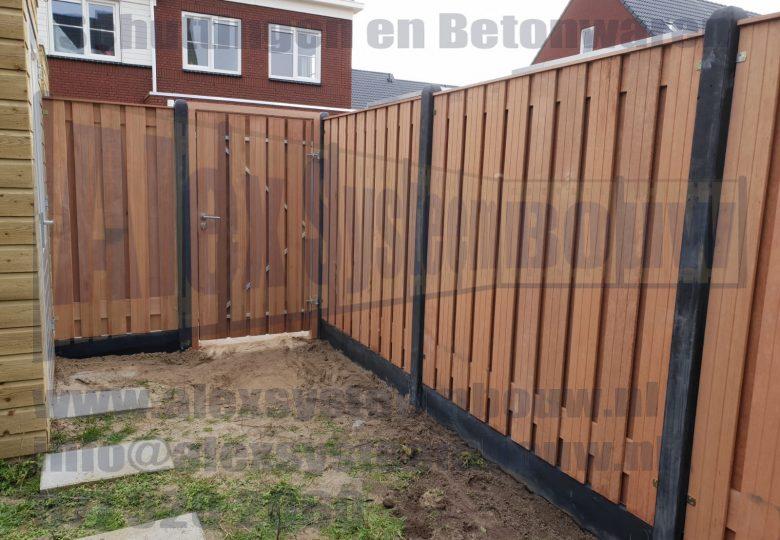 Schutting met 21 planks hardhouten tuinschermen en poort 100cm breed