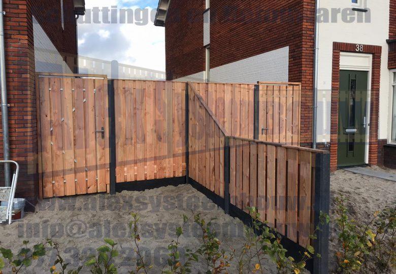 Schutting met 21 planks lariks/douglas tuinschermen incl verlaging en poorten