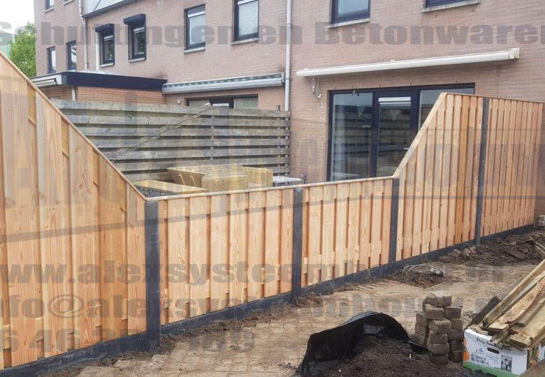 Schutting met 21 planks lariks/douglas tuinschermen incl. verlaging
