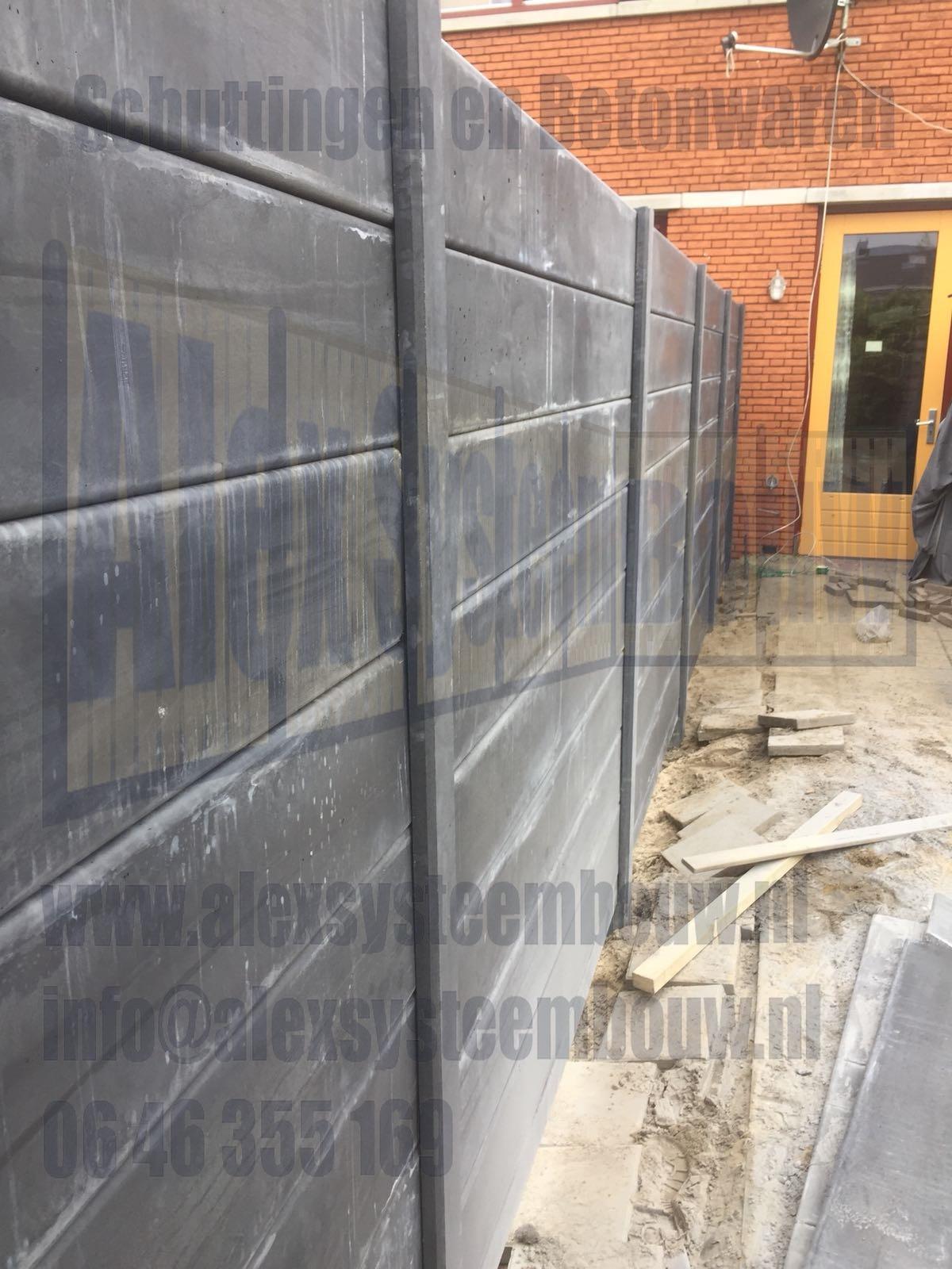 volledig-beton-schutting-met-gladde-antraciete-beton-platen