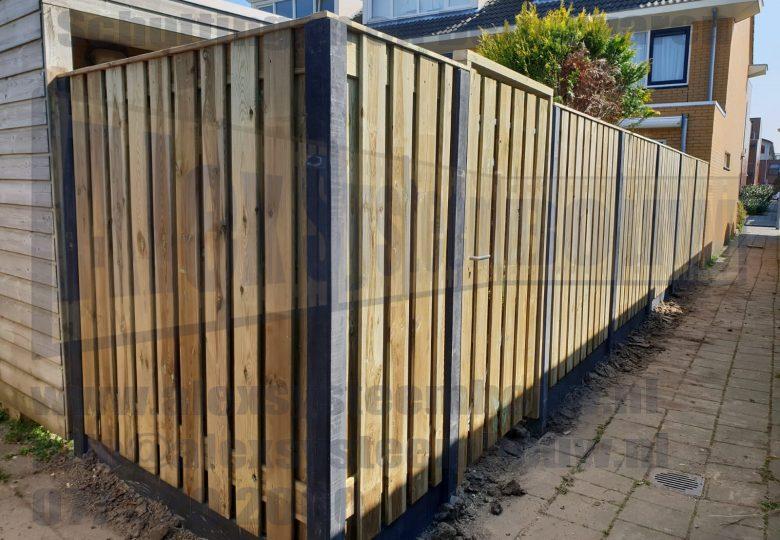 Schutting met 21 planks grenen tuinschermen met poort