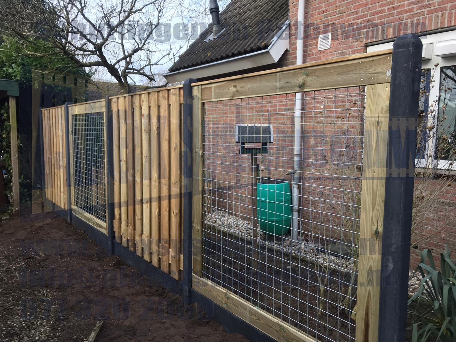 19 planks tuinschermen gecombineerd met gaassdelen