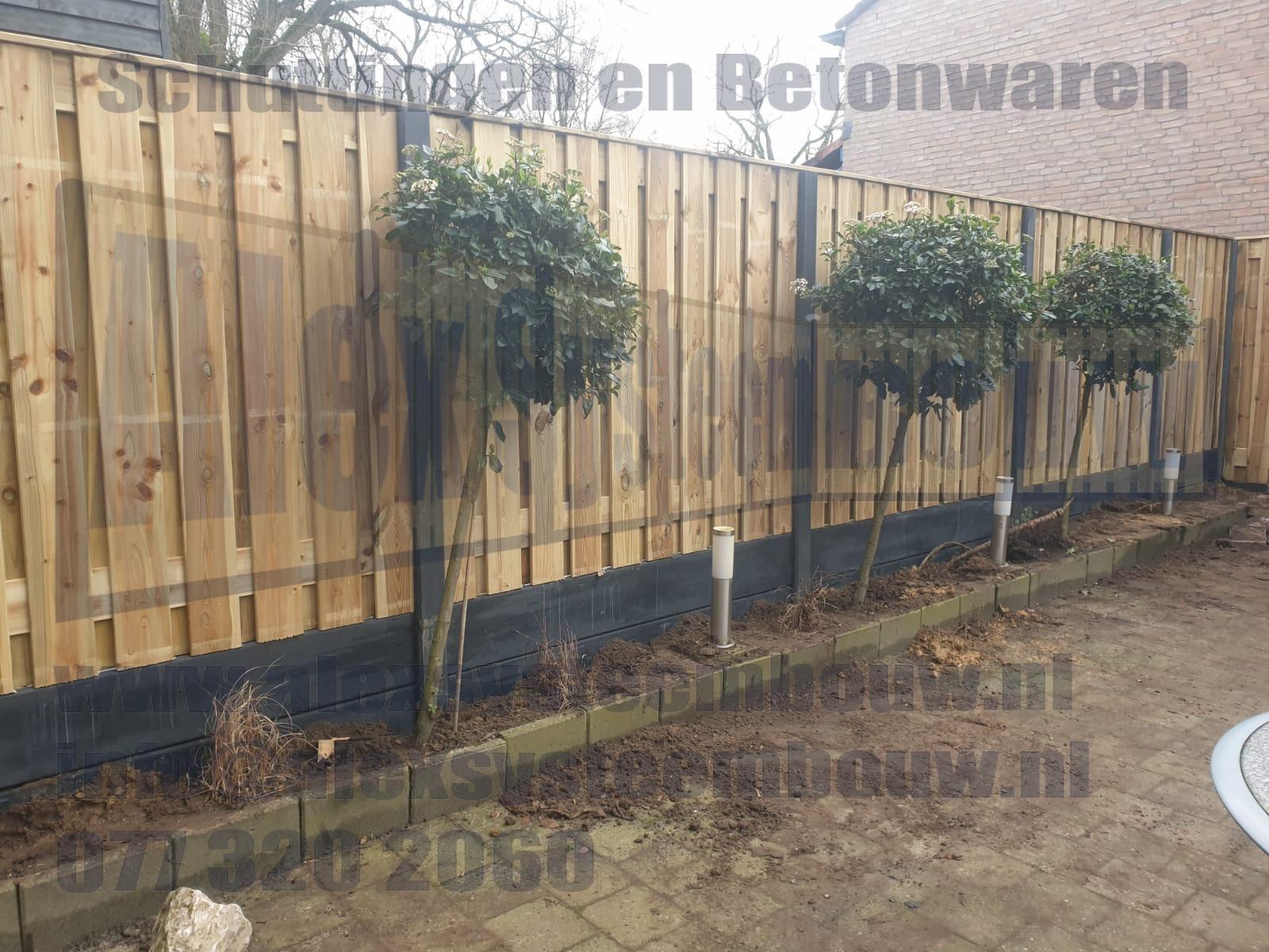 Schutting met dubbele onderplaat voor plantenbak standaard hoogte van ca. 200cm